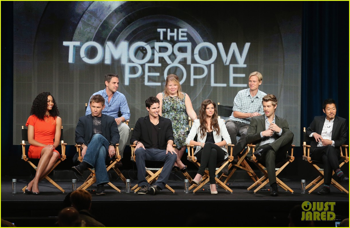 robbie amell joseph morgan thw cw at tca 2013 23