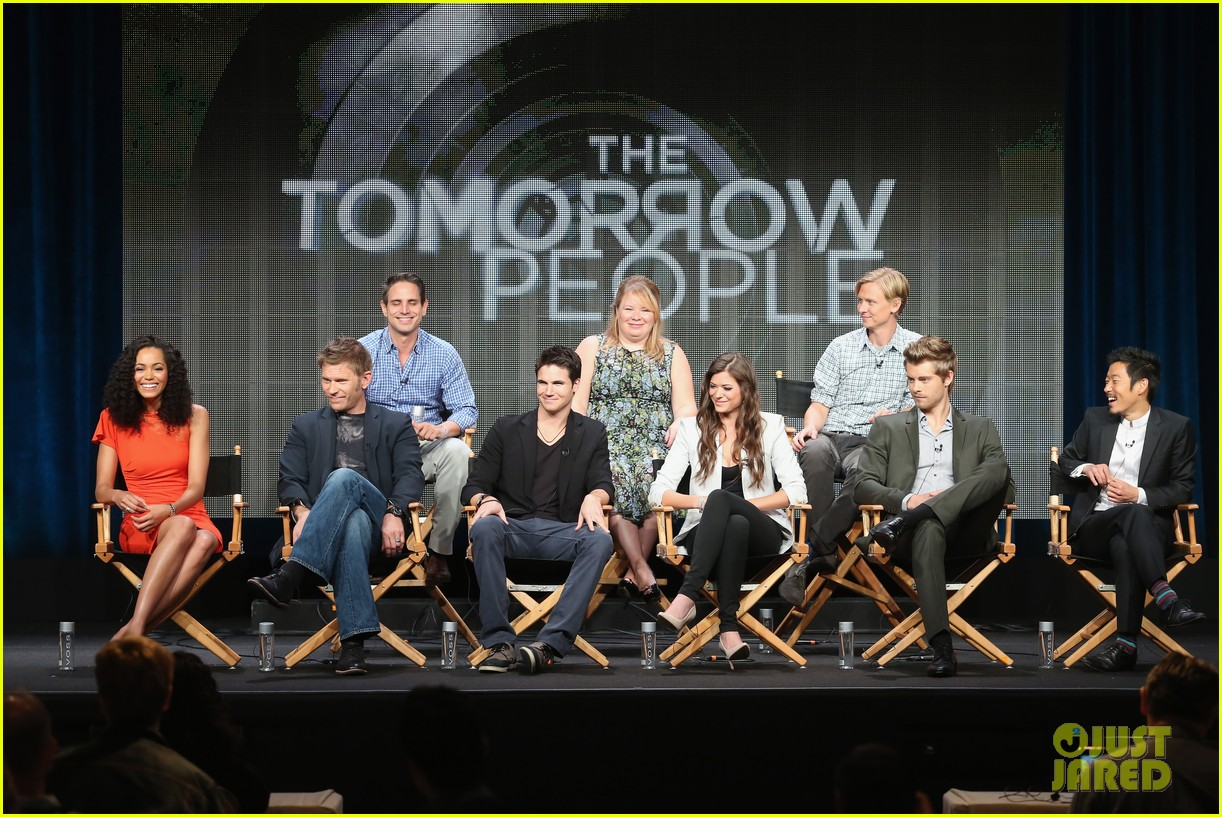 robbie amell joseph morgan thw cw at tca 2013 24