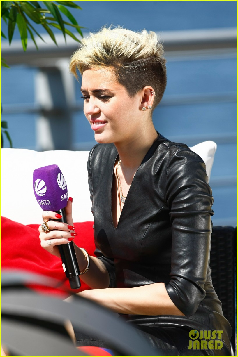 miley cyrus i told justin bieber to take a time out 13