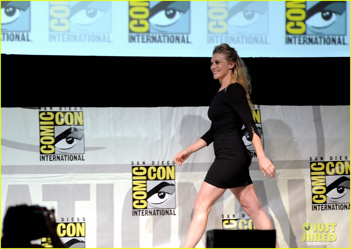 danai gurira tatiana maslany women who kick ass comic con panel 162913874