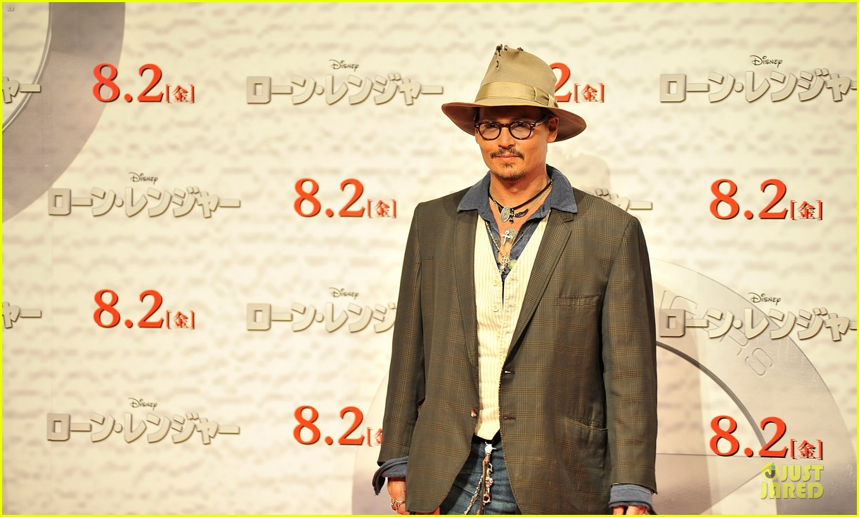 johnny depp in talks for alice in wonderland sequel 102910666