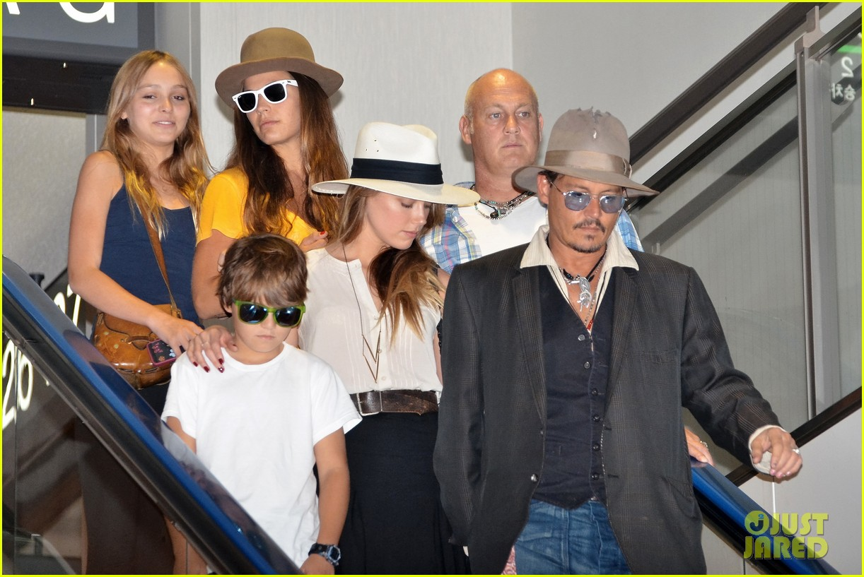 johnny depp amber heard leave japan with his kids 03