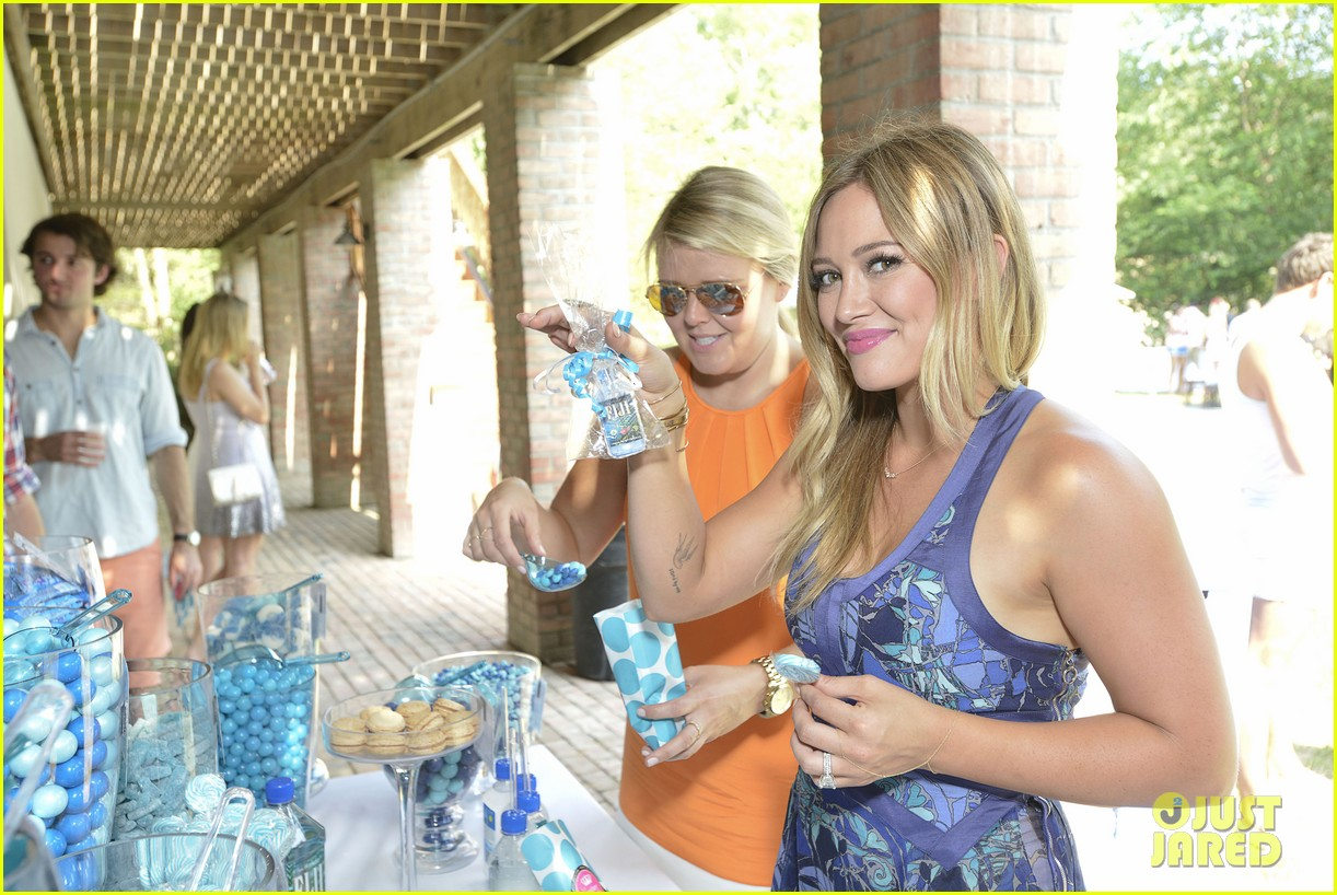 hilary duff fiji water days of summer host 042913743