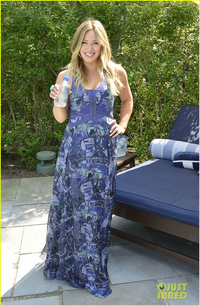 hilary duff fiji water days of summer host 172913756
