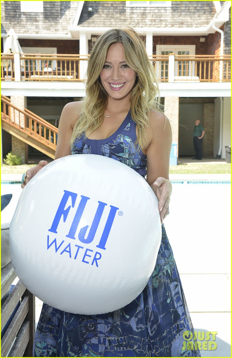 hilary duff fiji water days of summer host 20