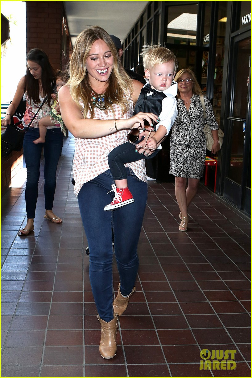 hilary duff luca graduates babies first class 062915998