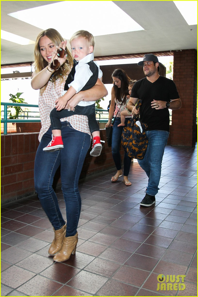 hilary duff luca graduates babies first class 12