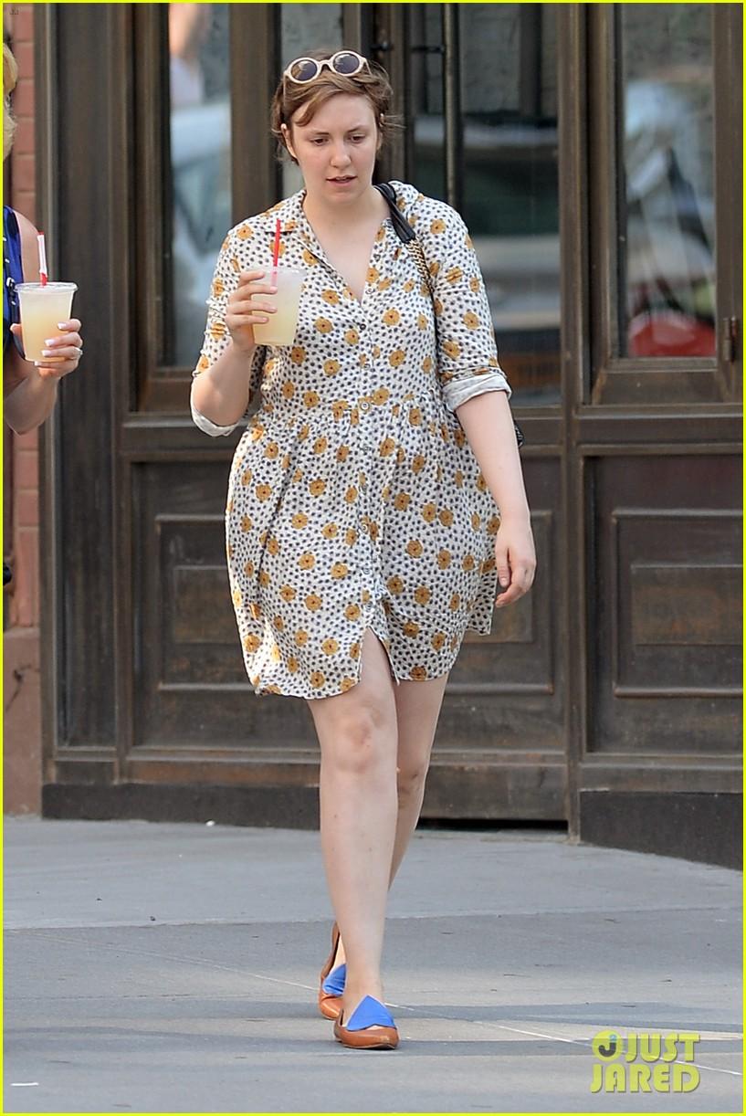 lena dunham lemonade lady 01
