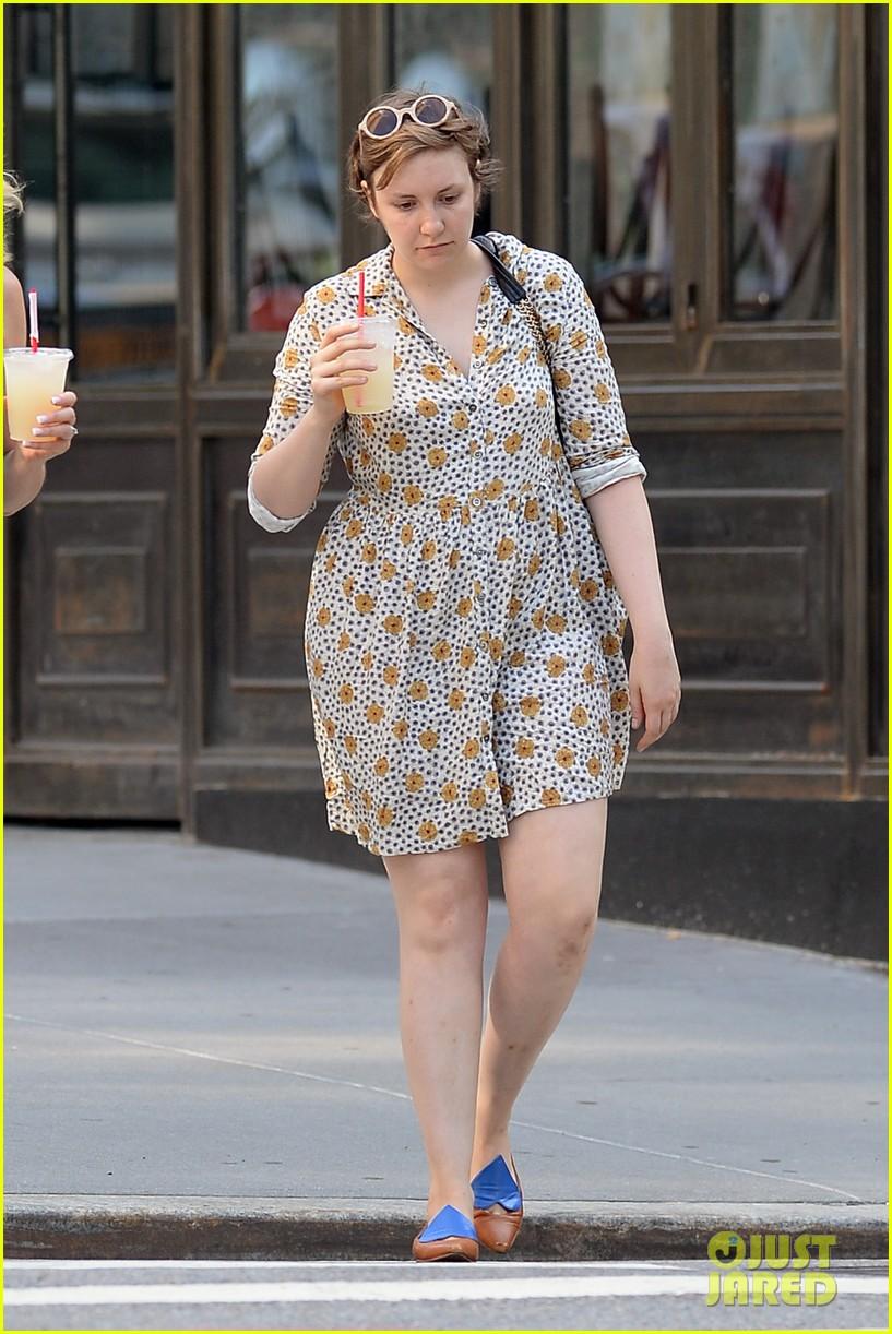 lena dunham lemonade lady 192905051