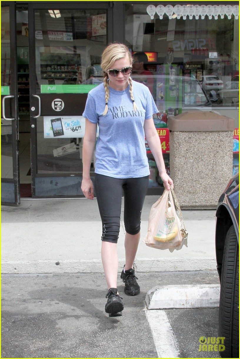 kirsten dunst fuels with 7 eleven before workout 012918041