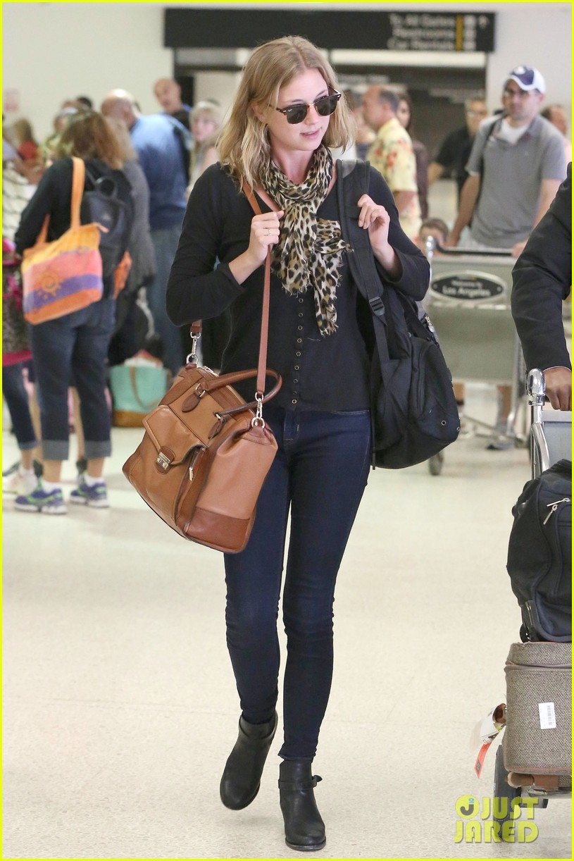 emily vancamp wraps filming girl in the book in nyc 01