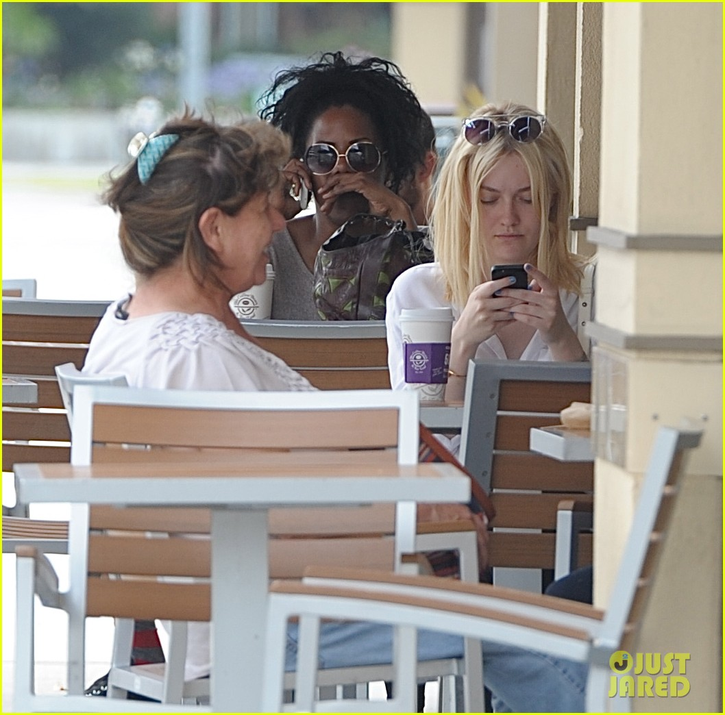 dakota fanning caffeinates at coffee bean 03
