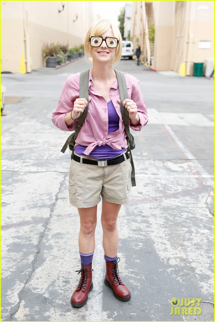 anna faris cloudy with a chance of meatballs 2 cast dress as characters exclusive photos 01