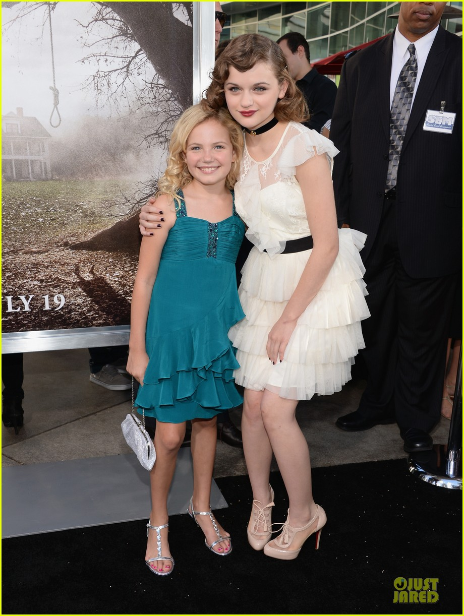 vera farmiga joey king the conjuring hollywood premiere 03