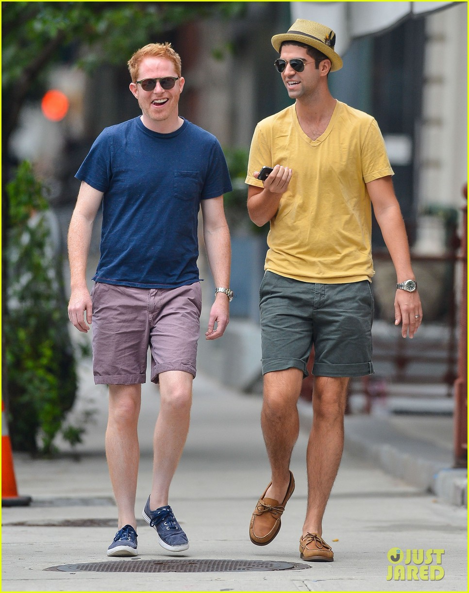 jesse tyler ferguson justin mikita newlyweds in new york 08