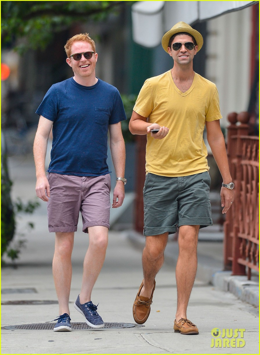 jesse tyler ferguson justin mikita newlyweds in new york 09