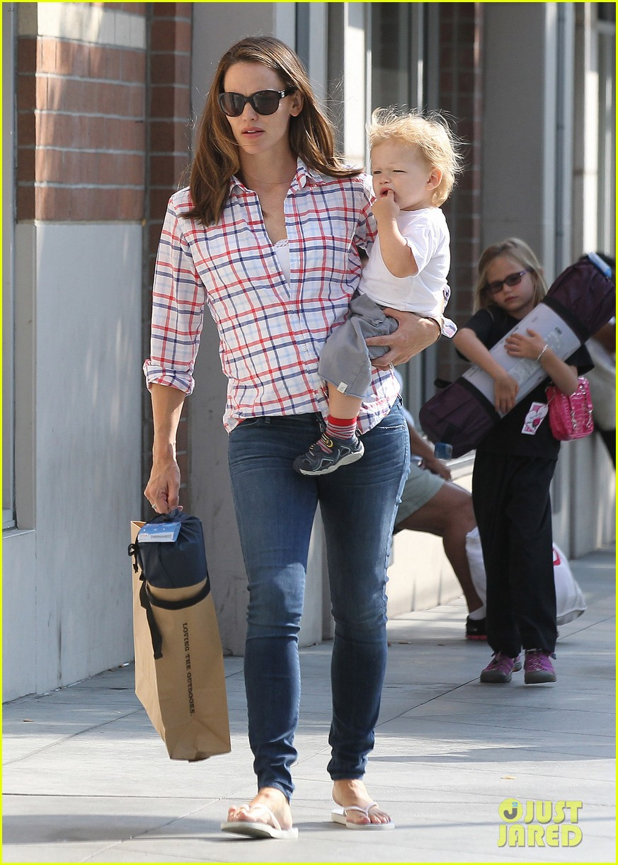 jennifer garner is back with the kids after big apple trip 112914255