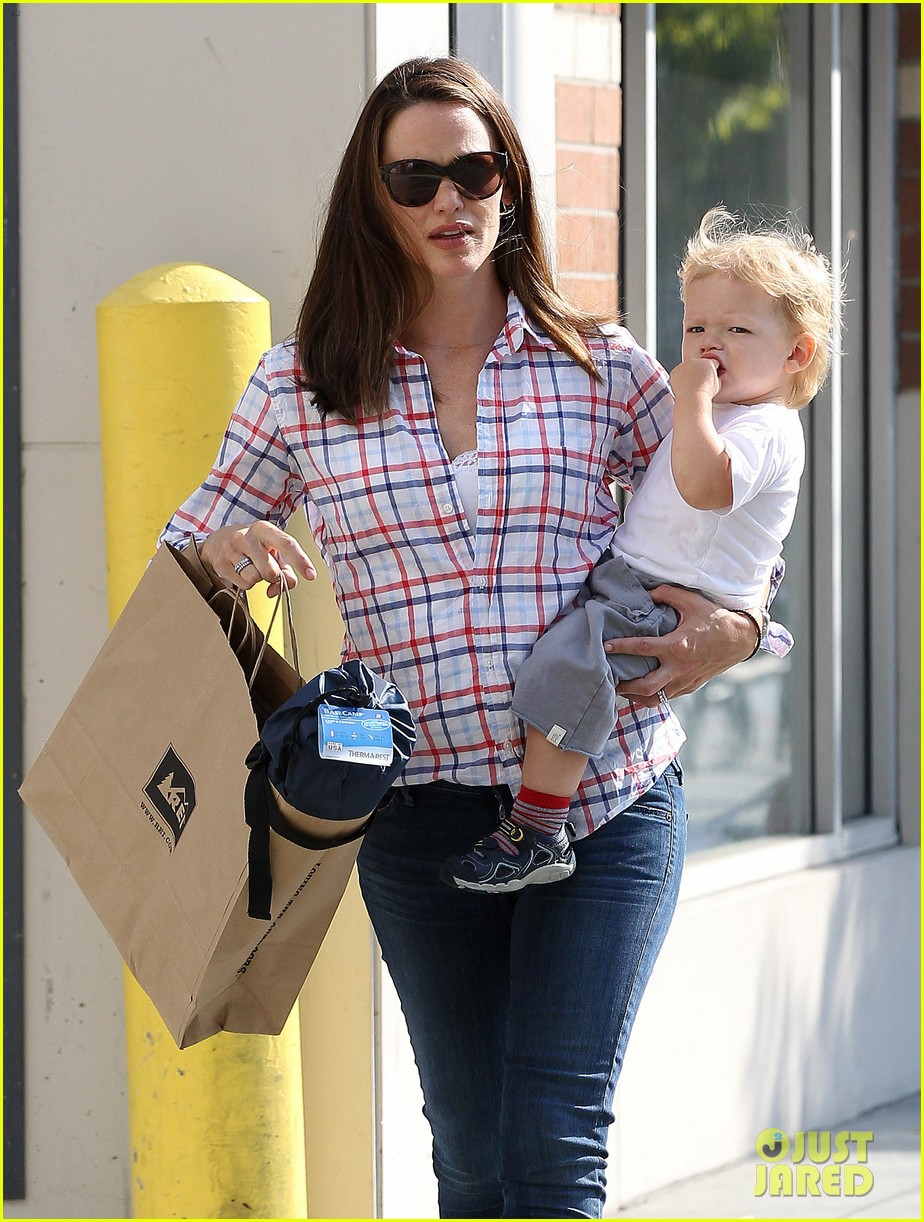 jennifer garner is back with the kids after big apple trip 122914256