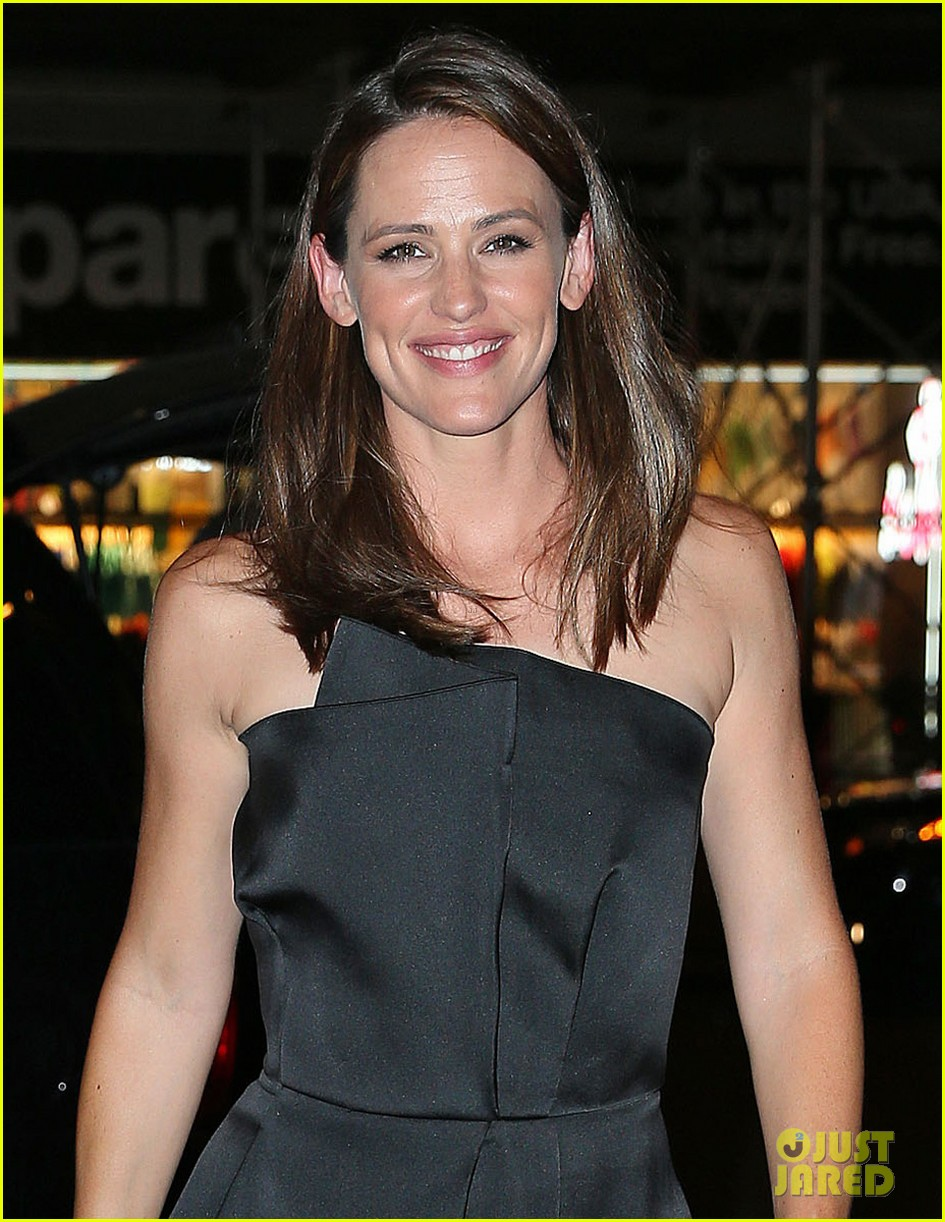 jennifer garner stuns at max mara dinner in new york 042911945
