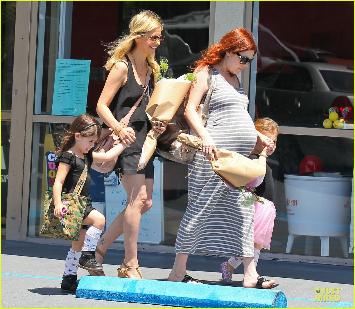 sarah michelle gellar flying with two kids alone is my latest milestone 102909023