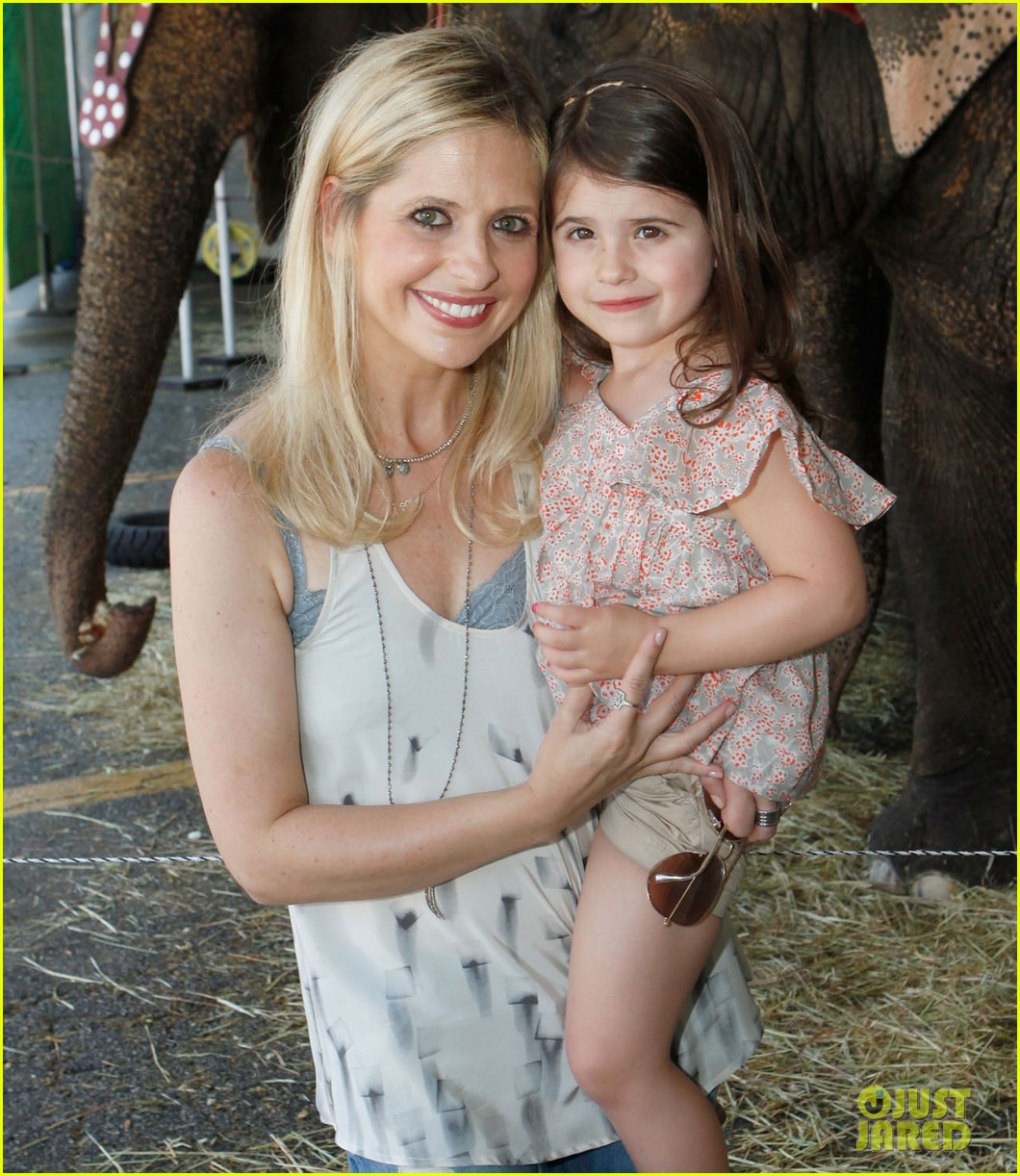 sarah michelle gellar neil patrick harris circus with the kids 02