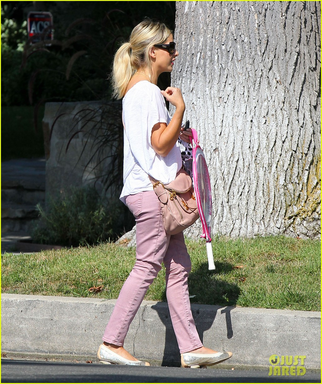 sarah michelle gellar tracked down robin williams for crazy ones 112915757