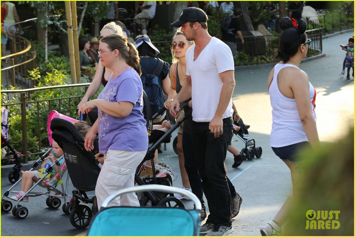 cam gigandet debuts baby rekker on family disney trip 32