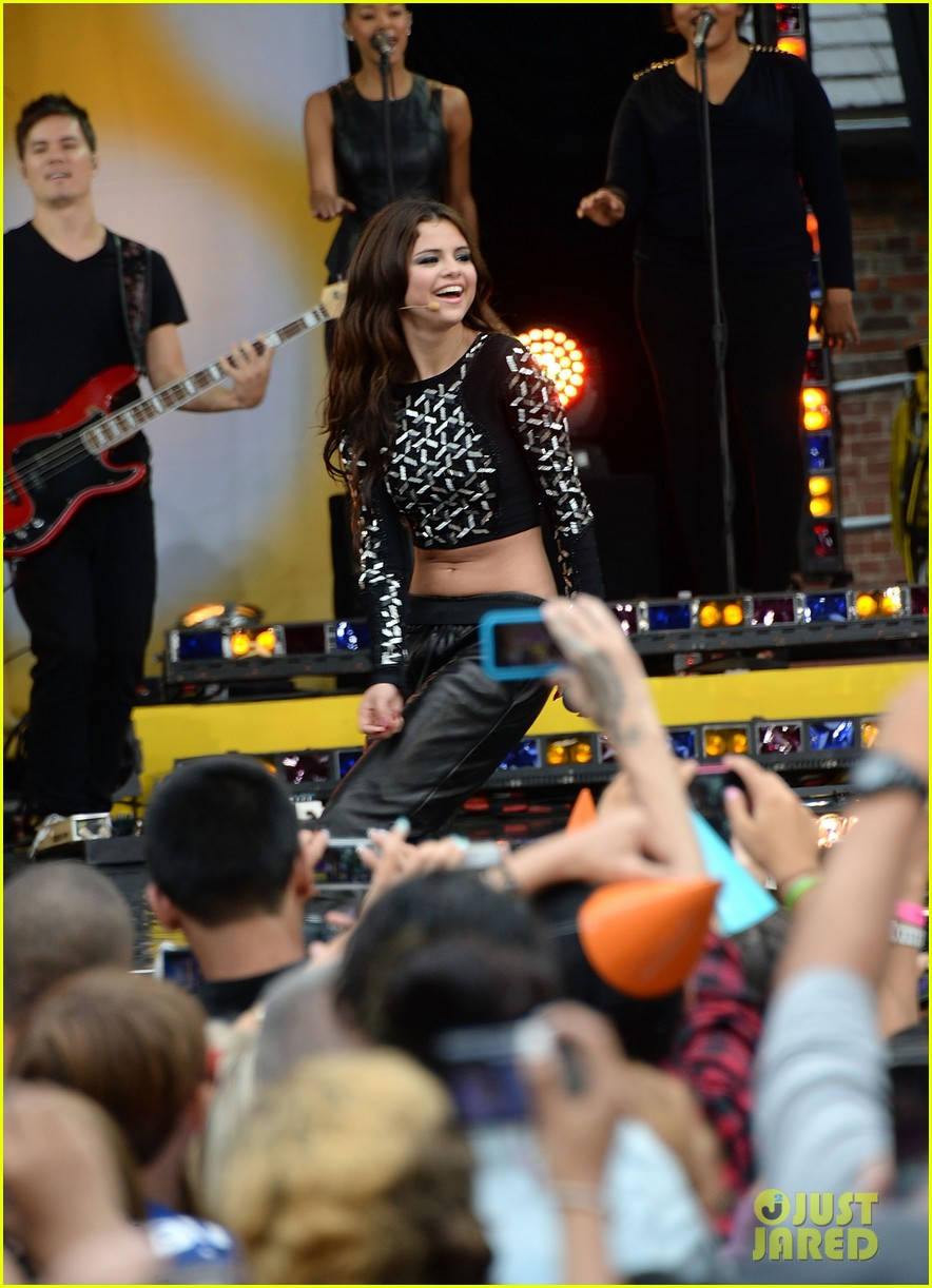 Good Morning America Performances : Selena gomez talks justin bieber performs on gma