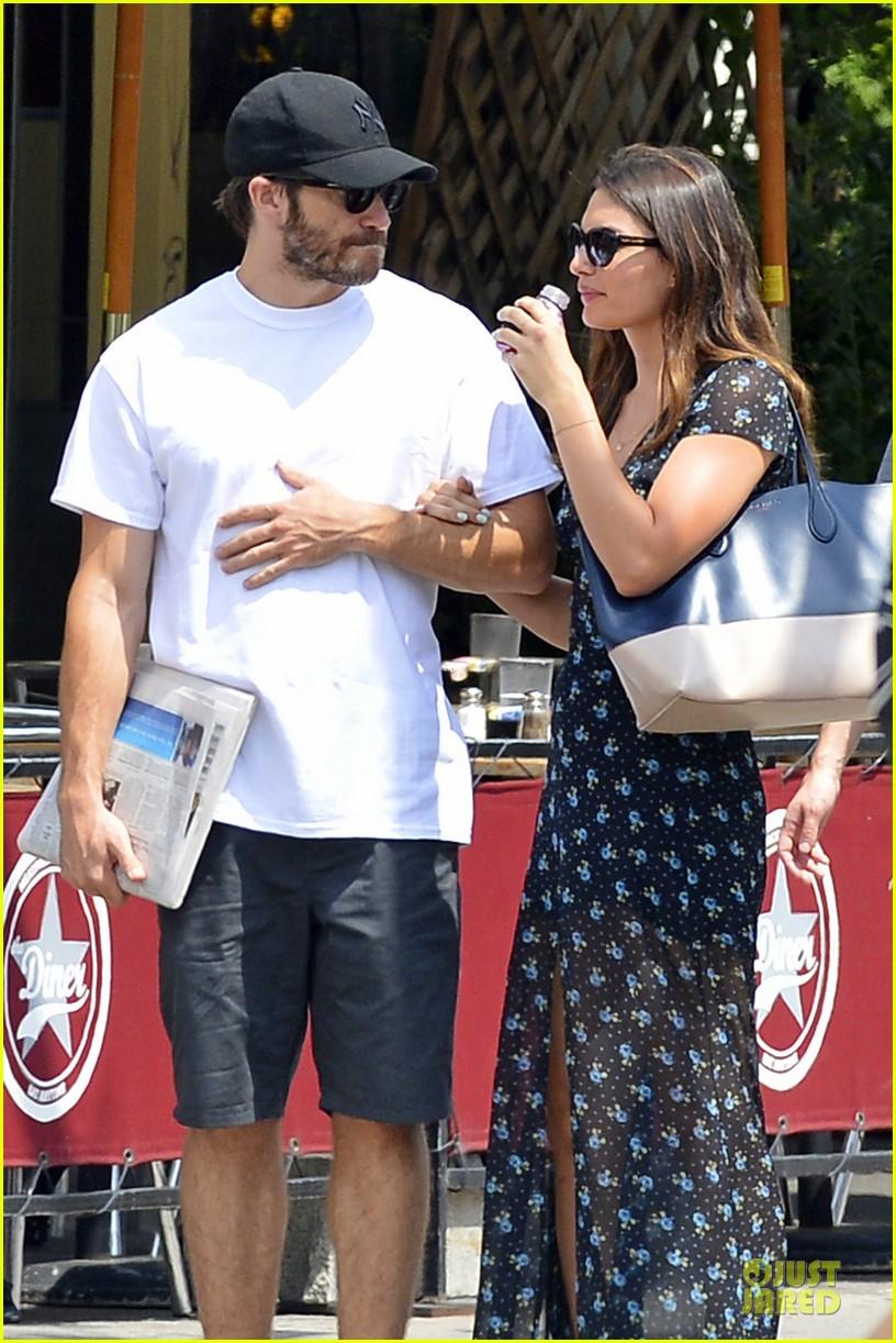 jake gyllenhaal alyssa miller sant ambroeus date after into the woods ... Jake Gyllenhaal