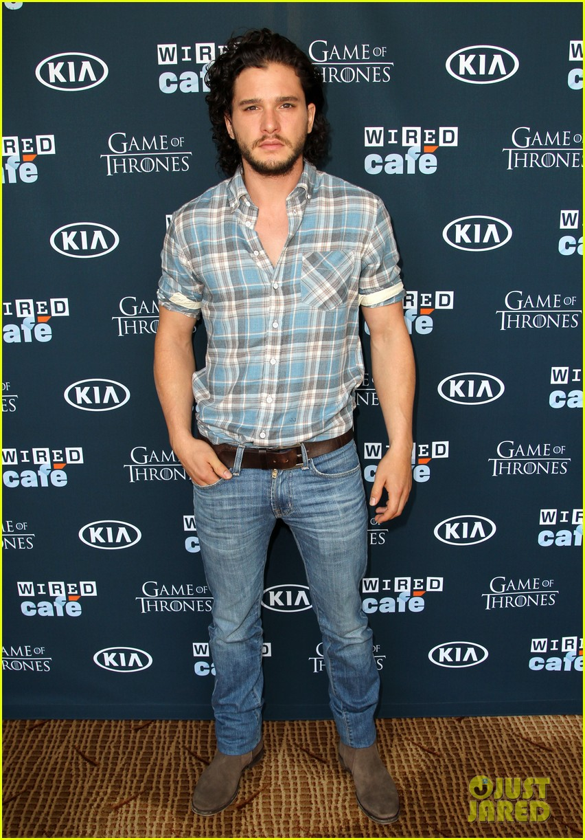 kit harington norman reedus wired cafe at comic con 01