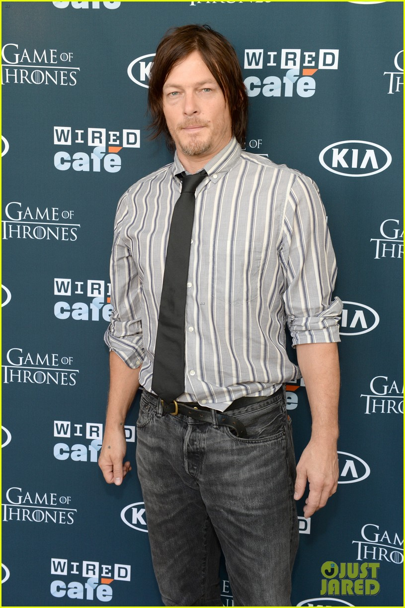 kit harington norman reedus wired cafe at comic con 04