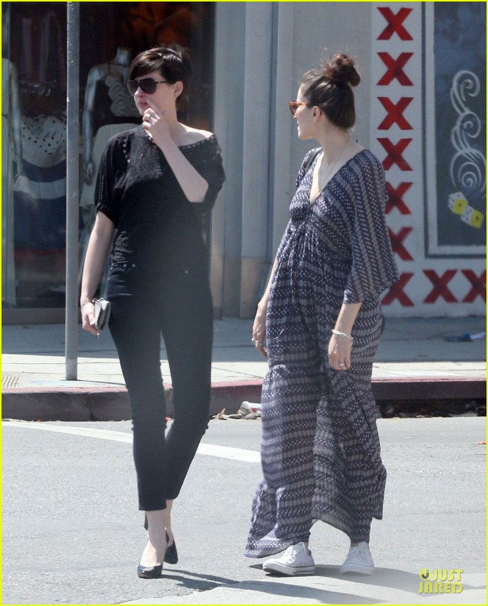anne hathaway wasteland shopping with adam shulman 152914852