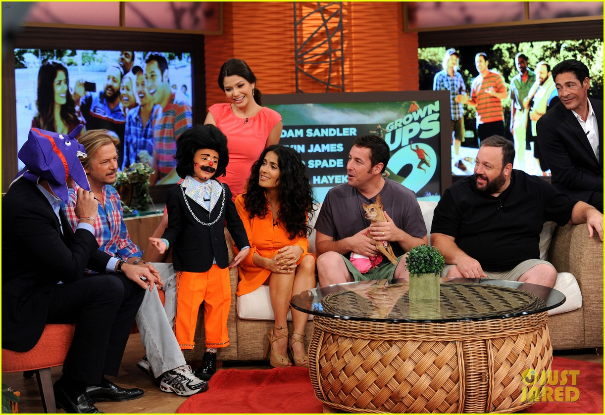 salma hayek adam sandler promote grown ups 2 on desperiata america 022906065