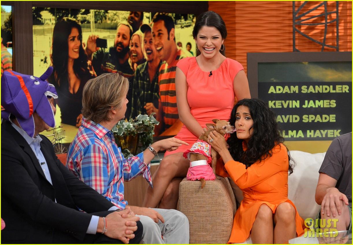 salma hayek adam sandler promote grown ups 2 on desperiata america 04