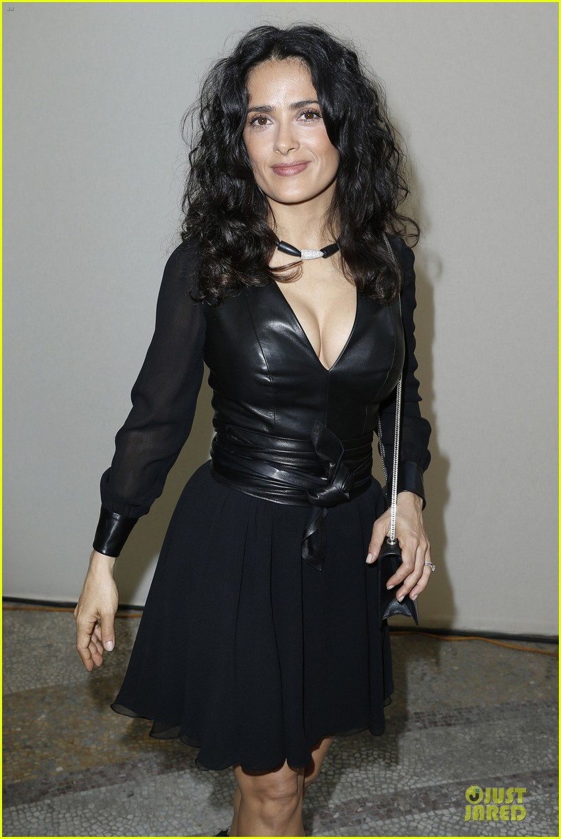 salma hayek francois henri pinault yves saint laurent paris fashion show 02