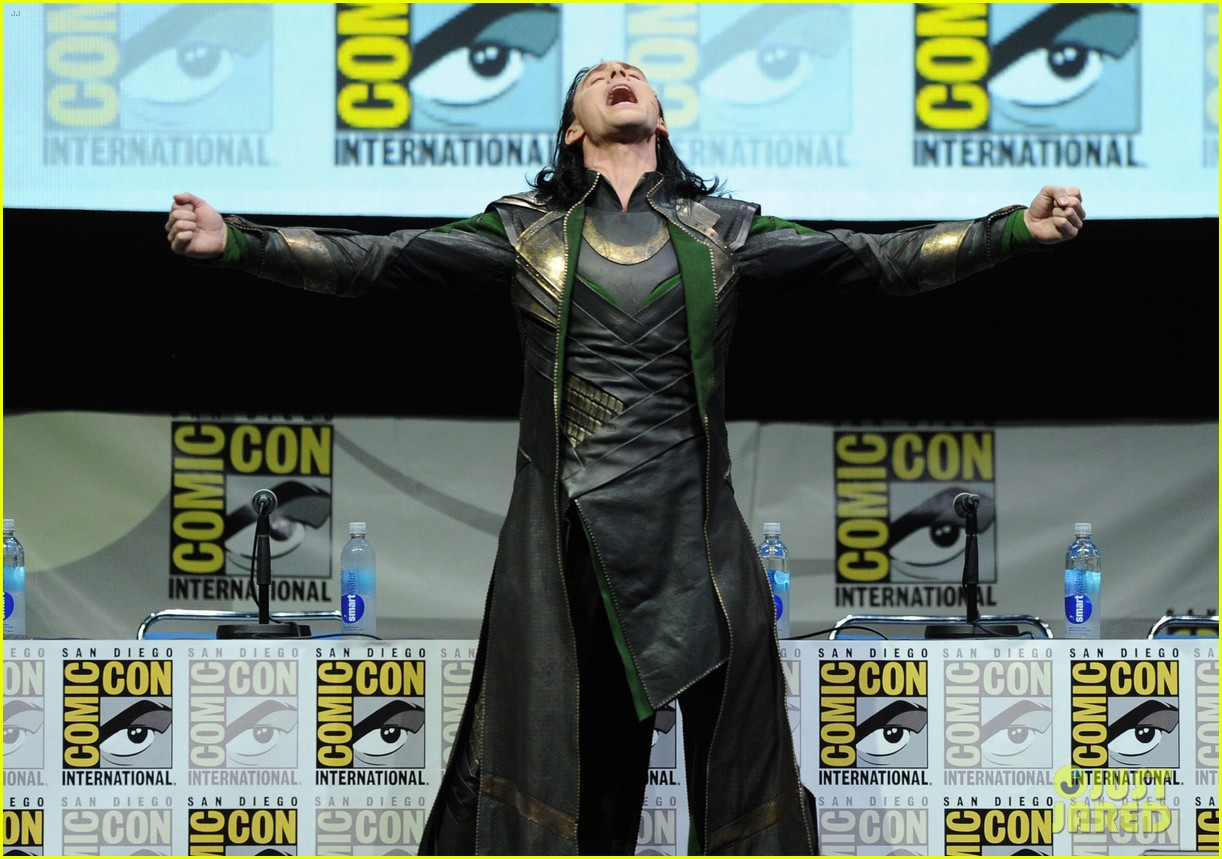 tom hiddleston attends thor comic con panel as loki 032913450