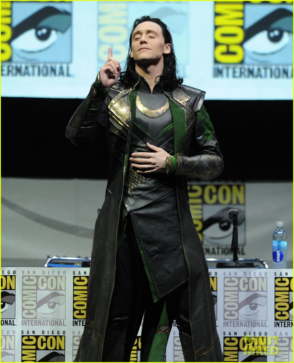 tom hiddleston attends thor comic con panel as loki 10