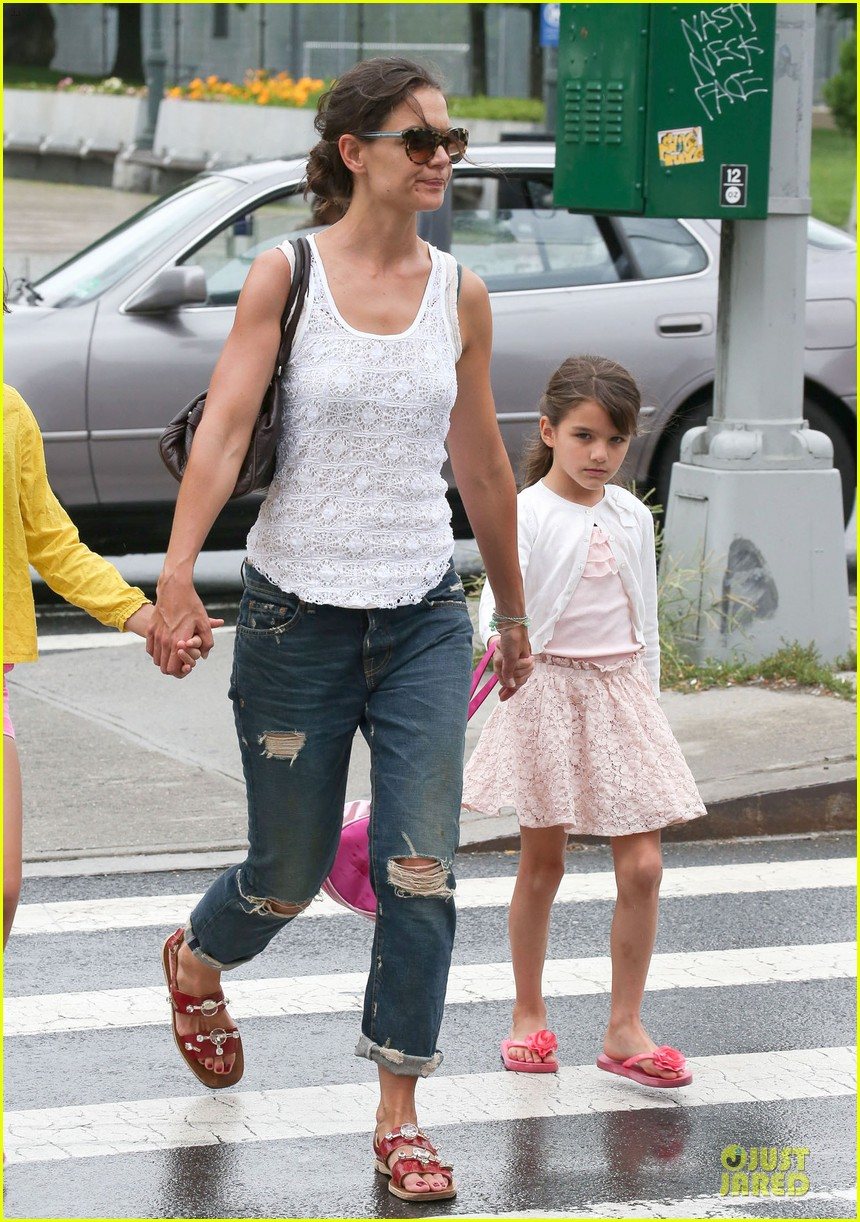 katie holmes outfit change after suri gymnastics class 05