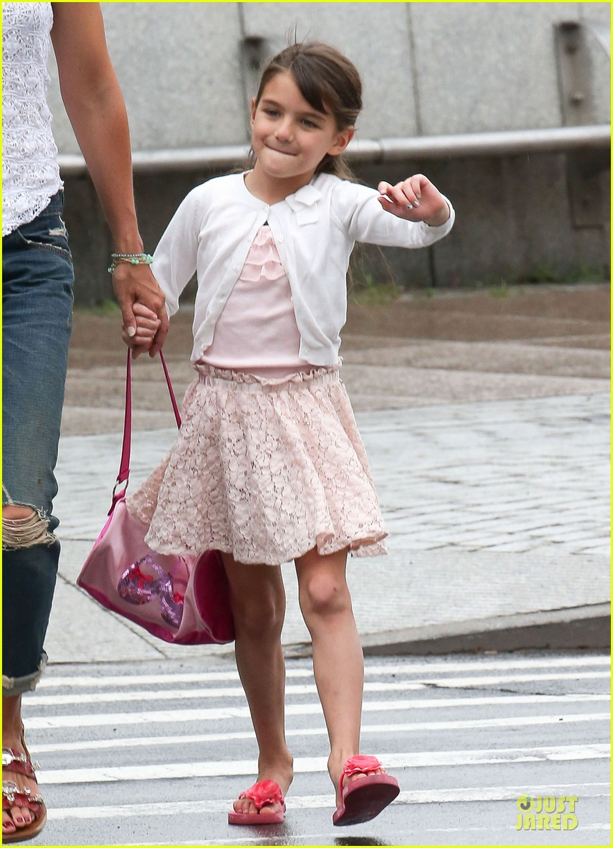 katie holmes outfit change after suri gymnastics class 072908689
