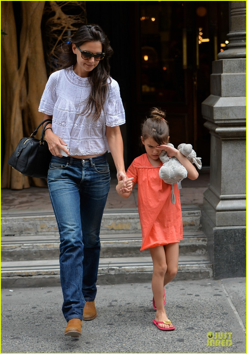 katie holmes suri shop for home furnishings 01