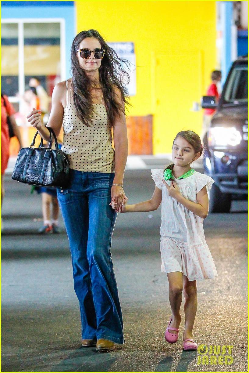 katie holmes picks suri up from gym class 18