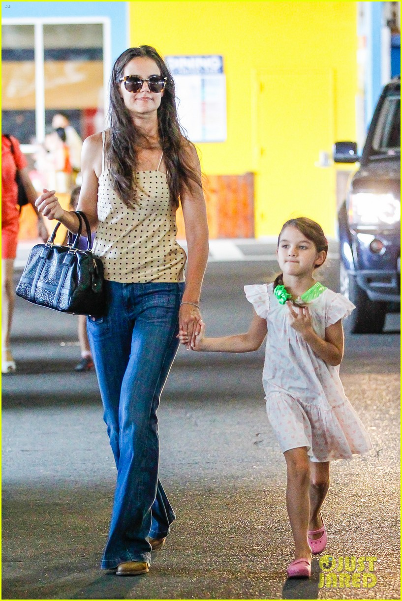 katie holmes picks suri up from gym class 20