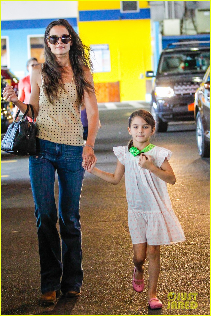 katie holmes picks suri up from gym class 22