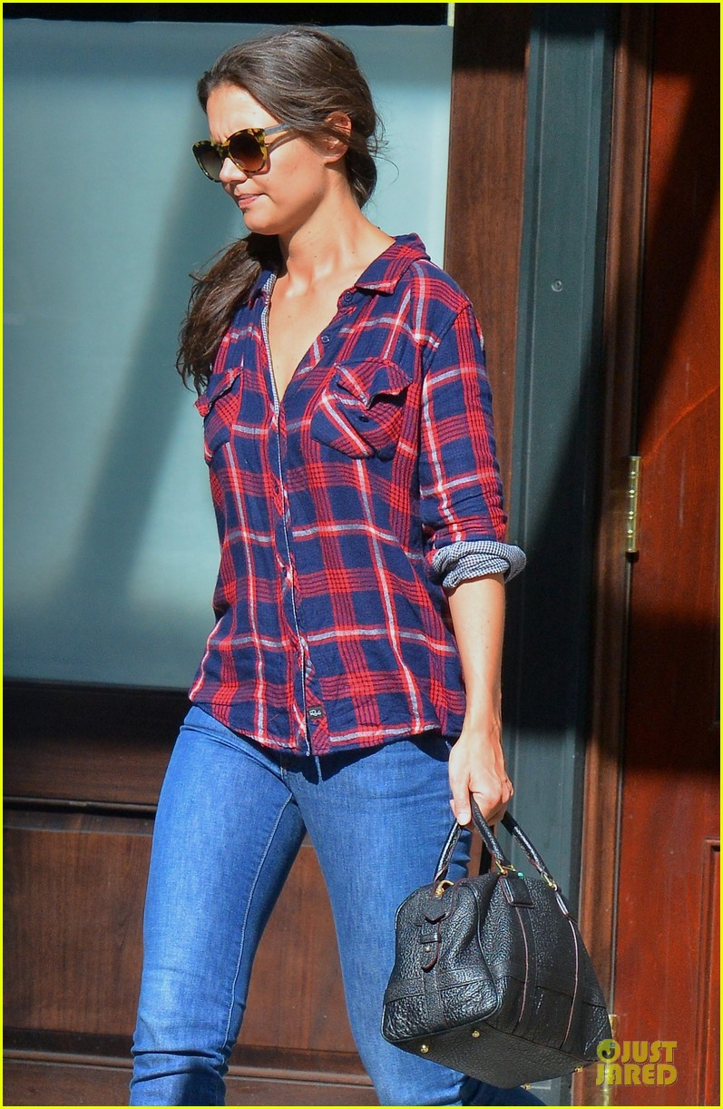 katie holmes short video shoot in the big apple 07