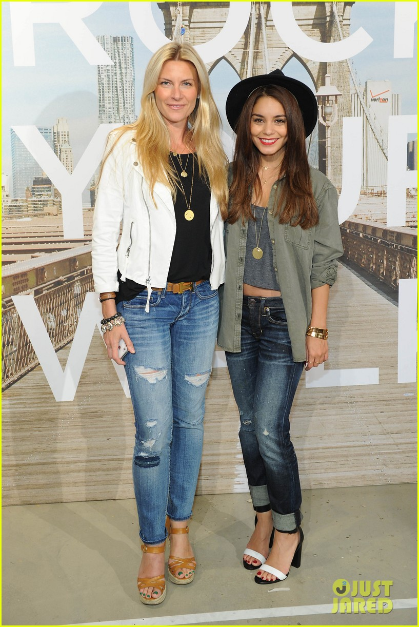 vanessa hudgens ae rock your walk launch austin butler 142920891