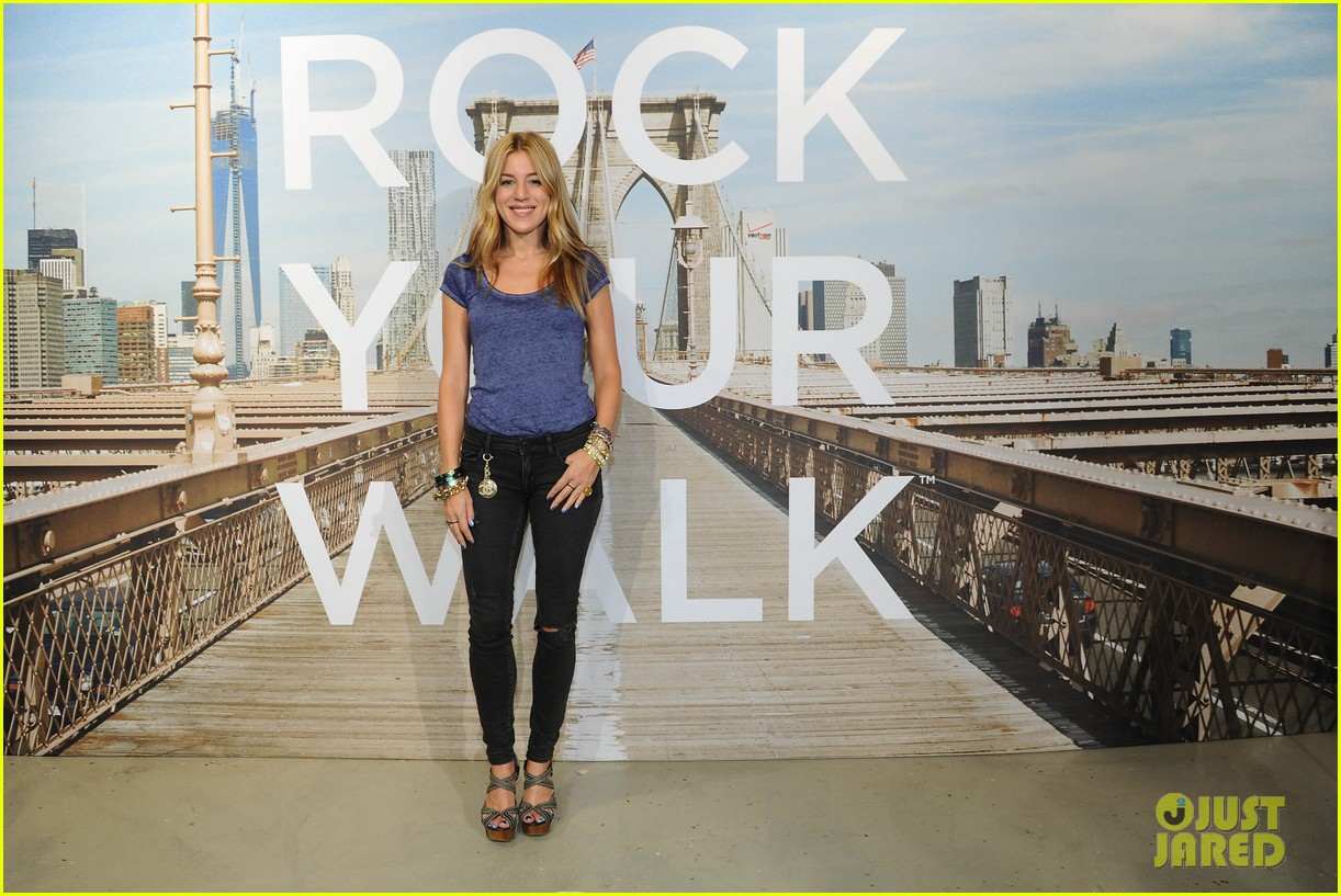 vanessa hudgens ae rock your walk launch austin butler 172920894