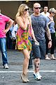 kate hudson matt bellamy fan friendly in rome 12