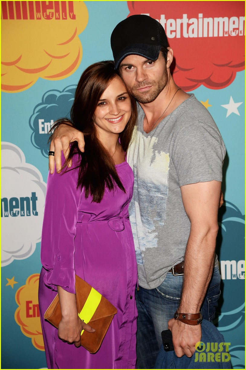 ian somerhalder daniel gillies vampire diaries originals at ew comic con party 12