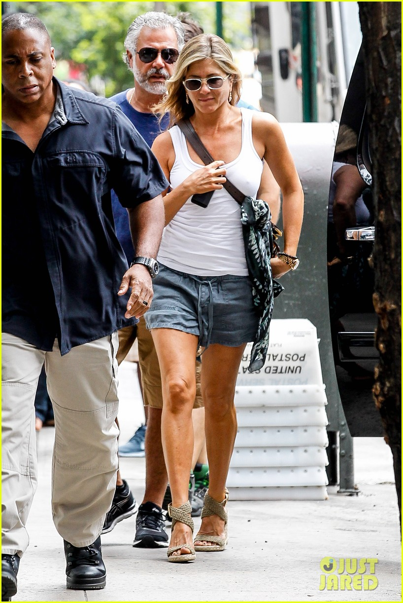 jennifer aniston beats the heat on squirrels to nuts set 10