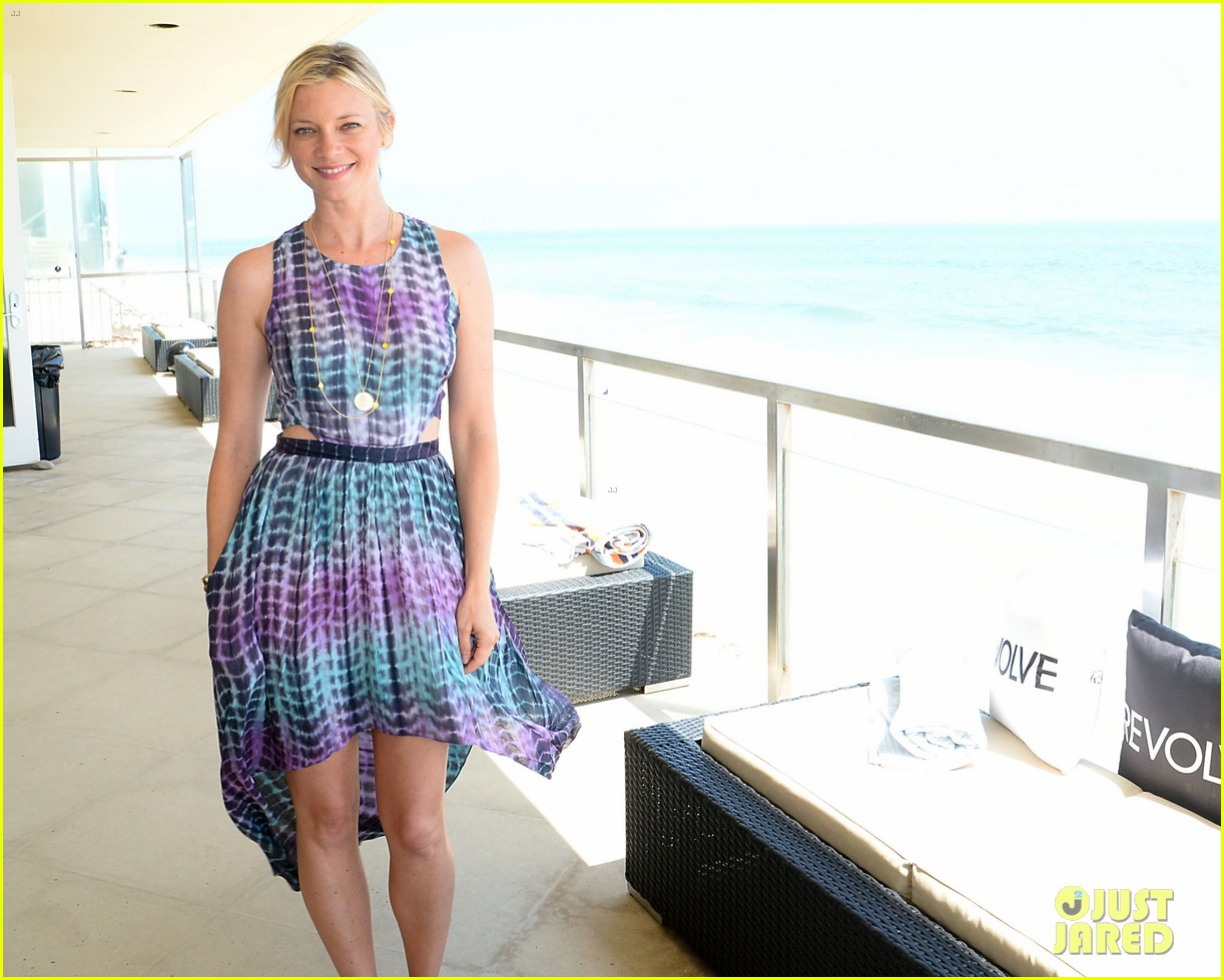 jessica pare jaime king revolve beach house summer style day 06